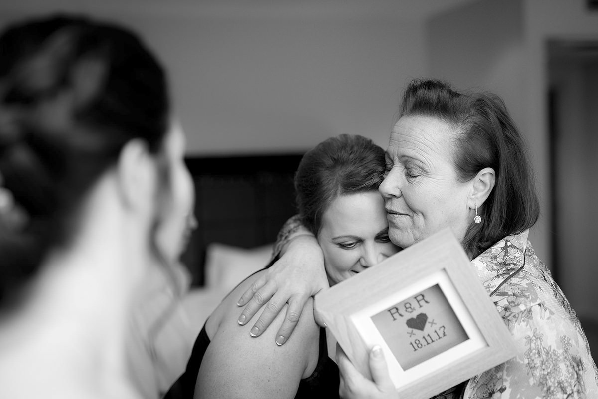 Documentary wedding photography in Nottingham & Derby mother daughter love